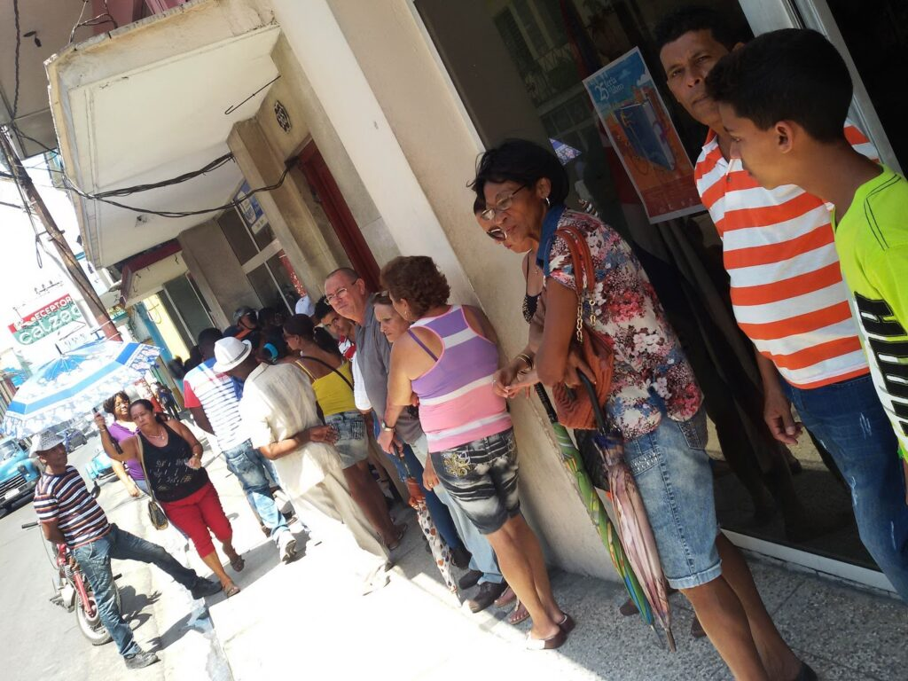 People waiting in front of a bank in Cuba