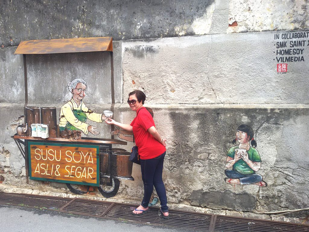 Mural that the St. Xavier's Institute, Homesoy, and Vilmedia created in collaboration.
