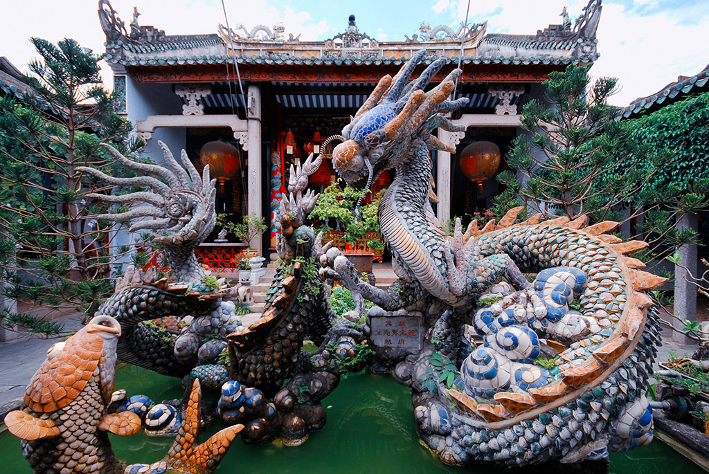 Dragon fountain at the Cantonese Assembly Hall in Hoi An