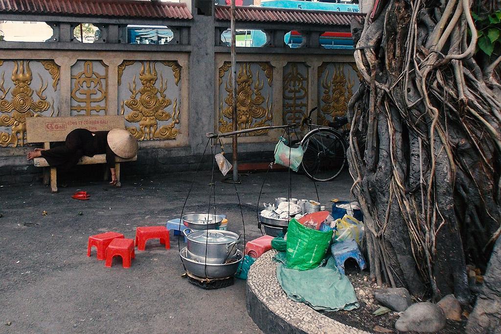 Woman sleeping at the Xá-Lợi Pagoda