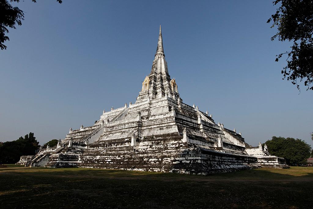 Wat Phu Khao Thong in Sukhothai