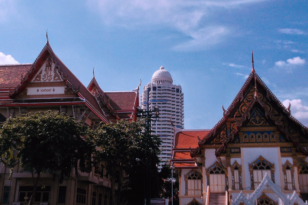 Temples and skyscrapers in Bangkok
