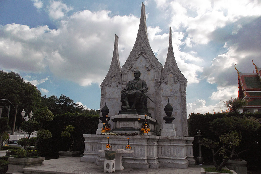 King Rama III Monument in Bangkok when staying more than just one night.