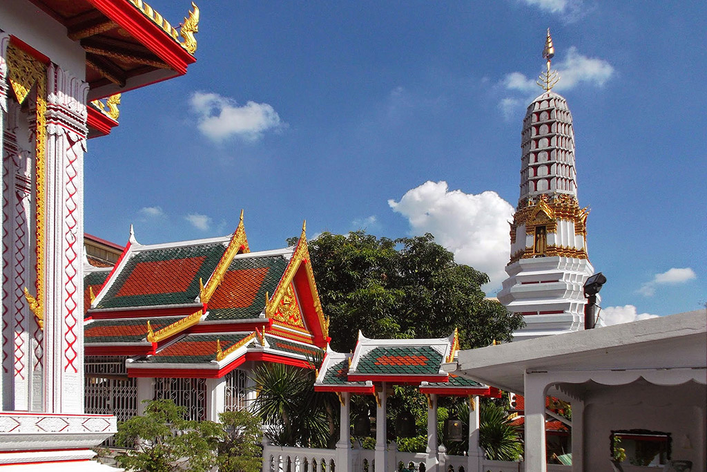 Wat Chakrawatrachawat Woramahawihan in Bangkok when staying more than just one night.