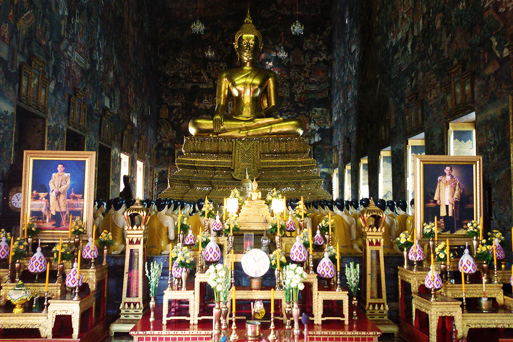 Prayer hall at Wat Suthat