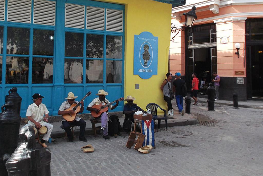 Band playing in Habana Vieja
