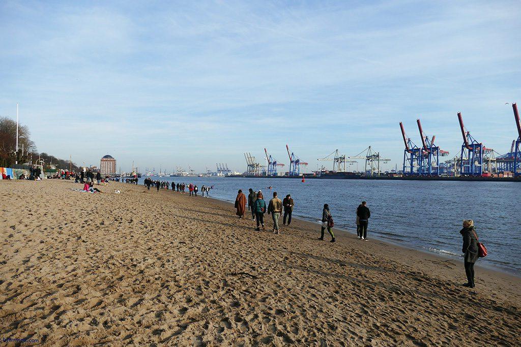 The beach on the river Elbe at Övelgönne in Hamburg.