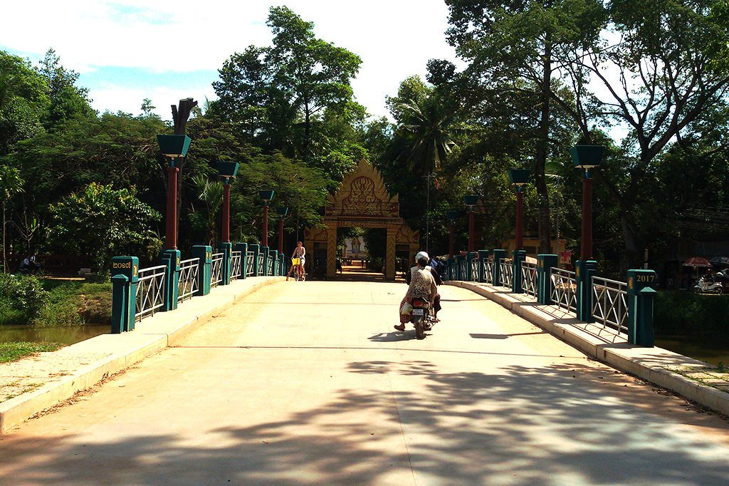 bridge to  Preah An Kau Saa