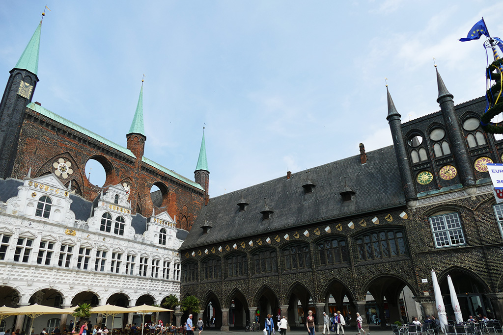 The three architectonic styles of the Luebeck town hall