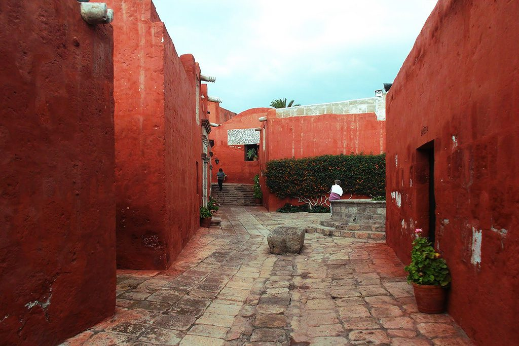 Calle Toledo ata the Monasterio de Santa Catalina. Introduced in the guide to Arequipa and the Colca Canyon.