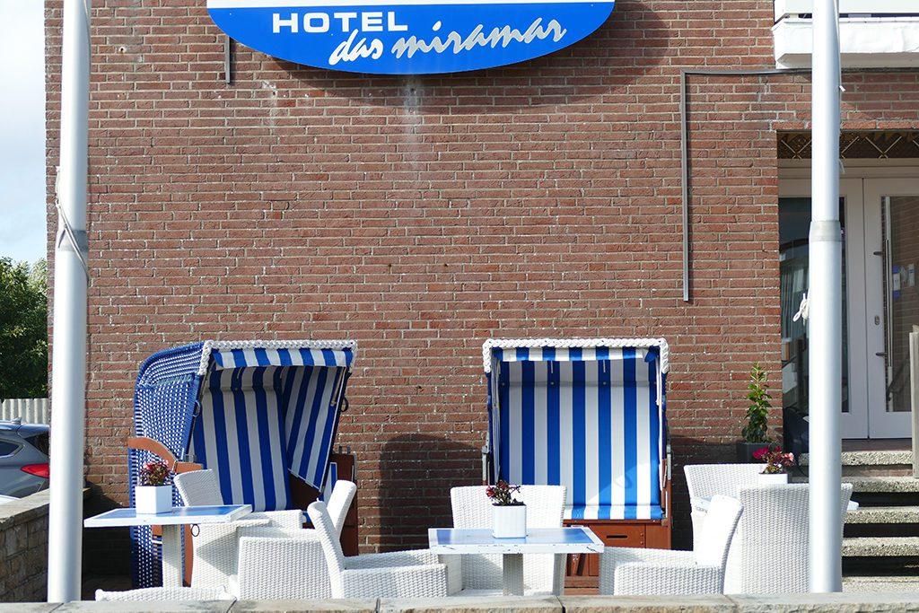 Strandkörbe in front of the Hotel Miramar on Borkum