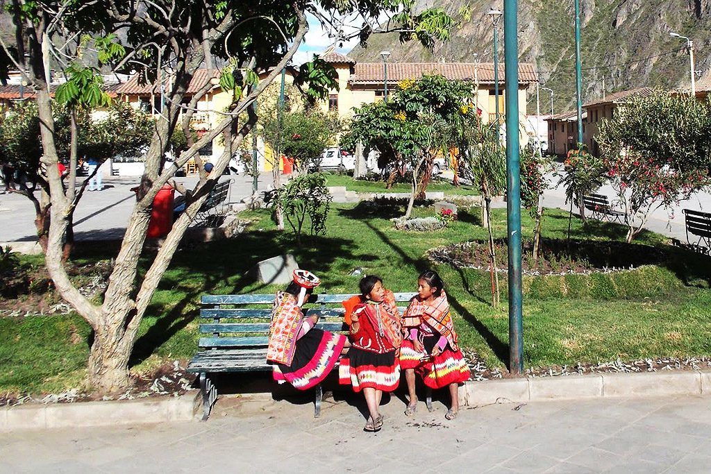 Girls at the Plaza de Armas, Ollantaytambo's central square