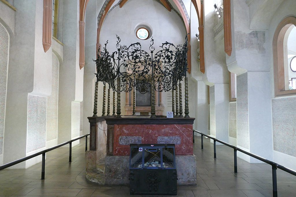 Inside the Pinkas Synagogue