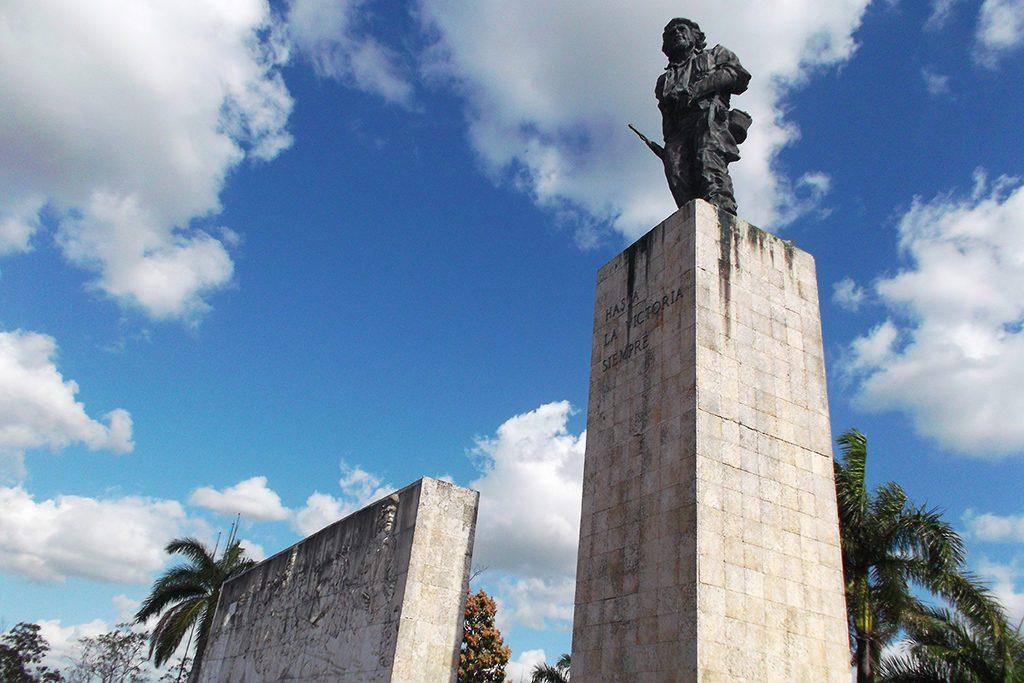 Statue of Che Guevara.