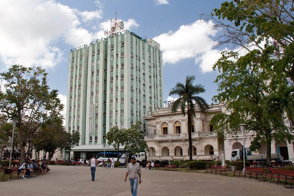 Parque Leoncio Vidal with the imposing Hotel Santa Clara Libre.