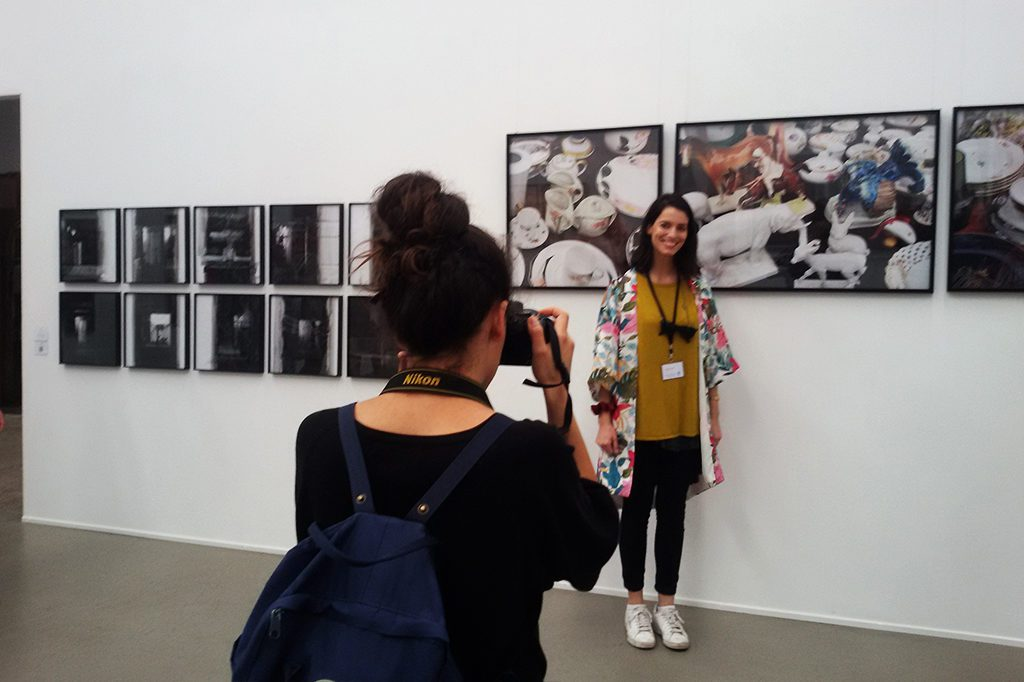 Berlin-based artist Jacinta Besa (*1987) from Chile in front of her work 'Look What I Found I - III', getting her picture taken by her compatriot and fellow artist María Ossandón (*1986)