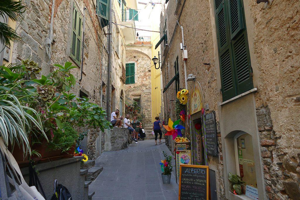 The narrow entrance to Corniglia's historic center.