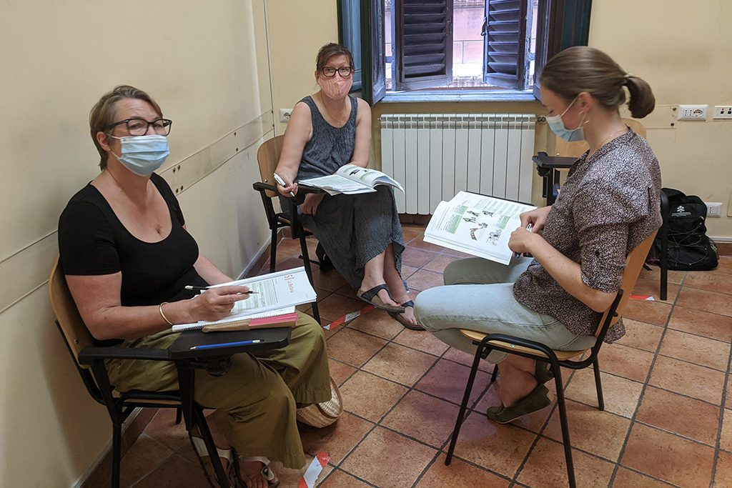 Three women taking Italian lessons in Rome