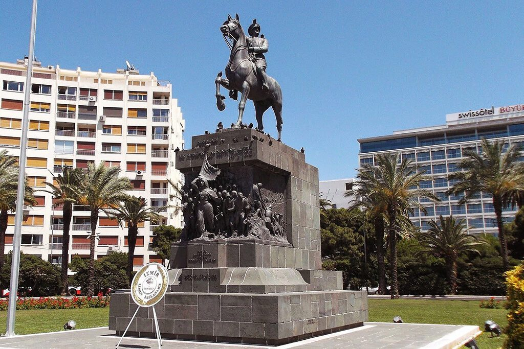 Atatürk Monument by Canonica in İzmir