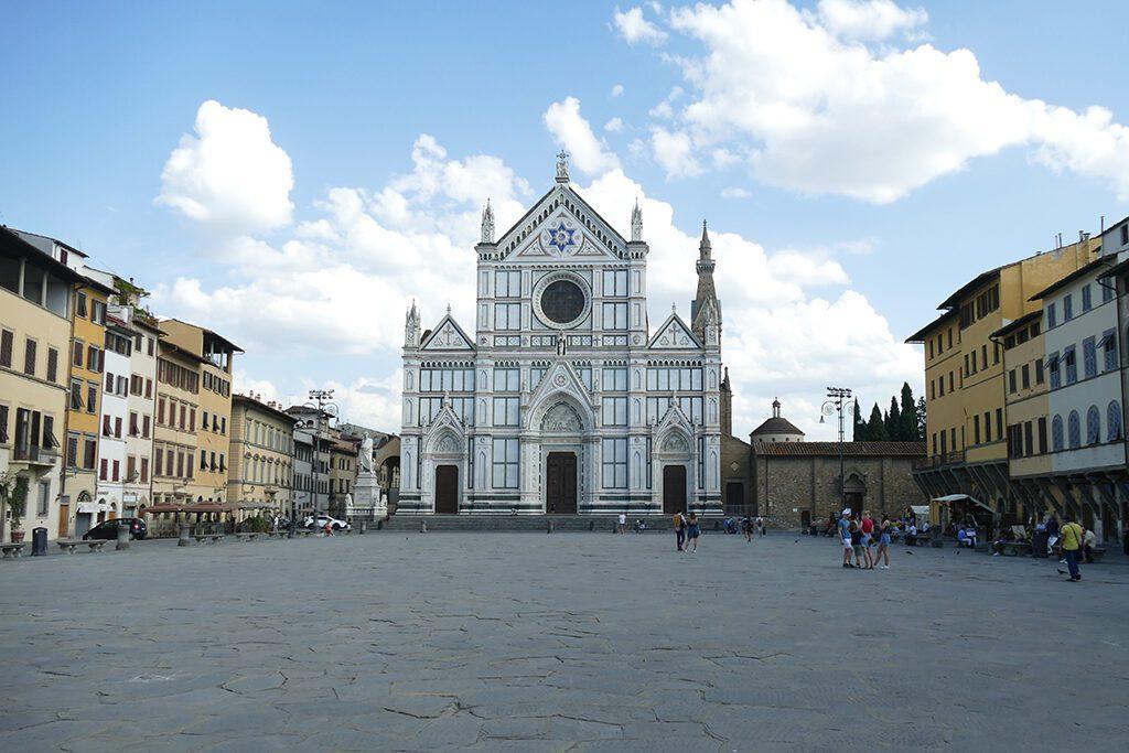 Basilica di Santa Croce amidst medieval palaces.