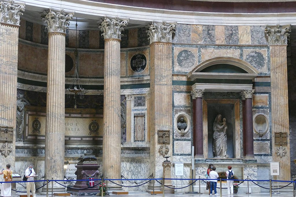 To the left the casket of King Umberto I., to the right Raphael who is buried in an ancient Roman sarcophagus underneath the Madonna del Sasso by Raphael's pupil Lorenzo Lotti at the Pantheon in Rome