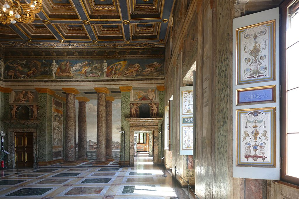 The upstairs hall of the Villa Farnesina is decorated with amazing tromp-l'oeils by Baldassare Tommaso Peruzzi.