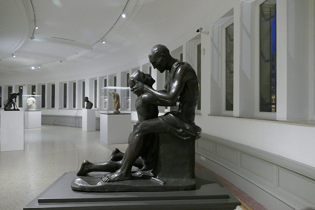 Exhibition of statues at the half rotunda of the Museum of Fine Arts Ghent