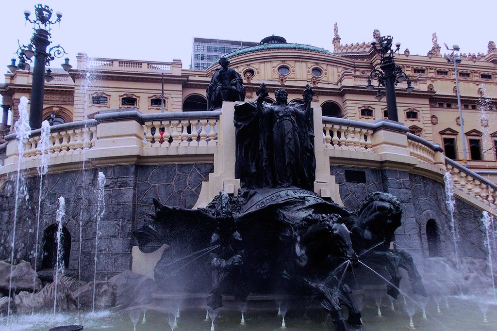 The beautiful fountain behind the Teatro Municipal in Sao Paulo