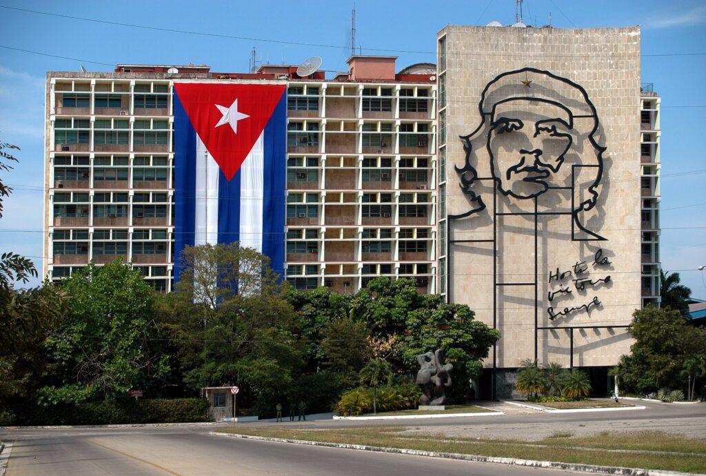 Portrait of Che Guevara on the Ministry of the Interior at the Plaza de la Revolucion.