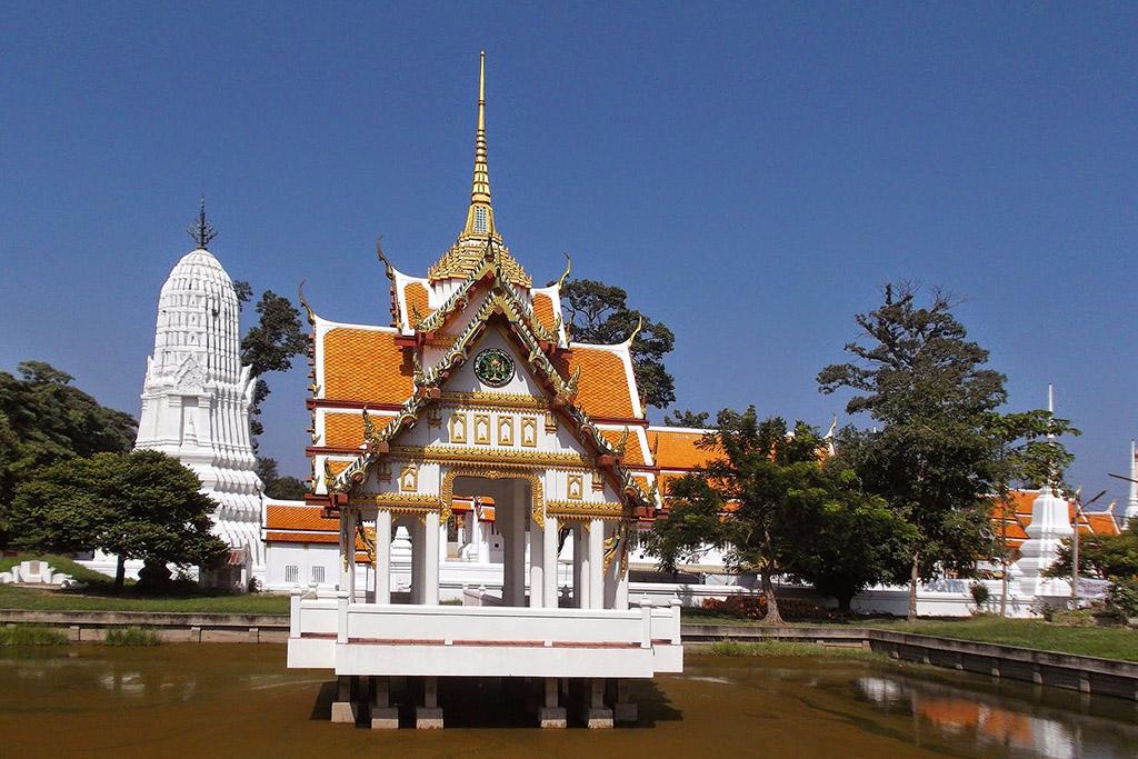 Wat Lot Chong in Ayutthaya