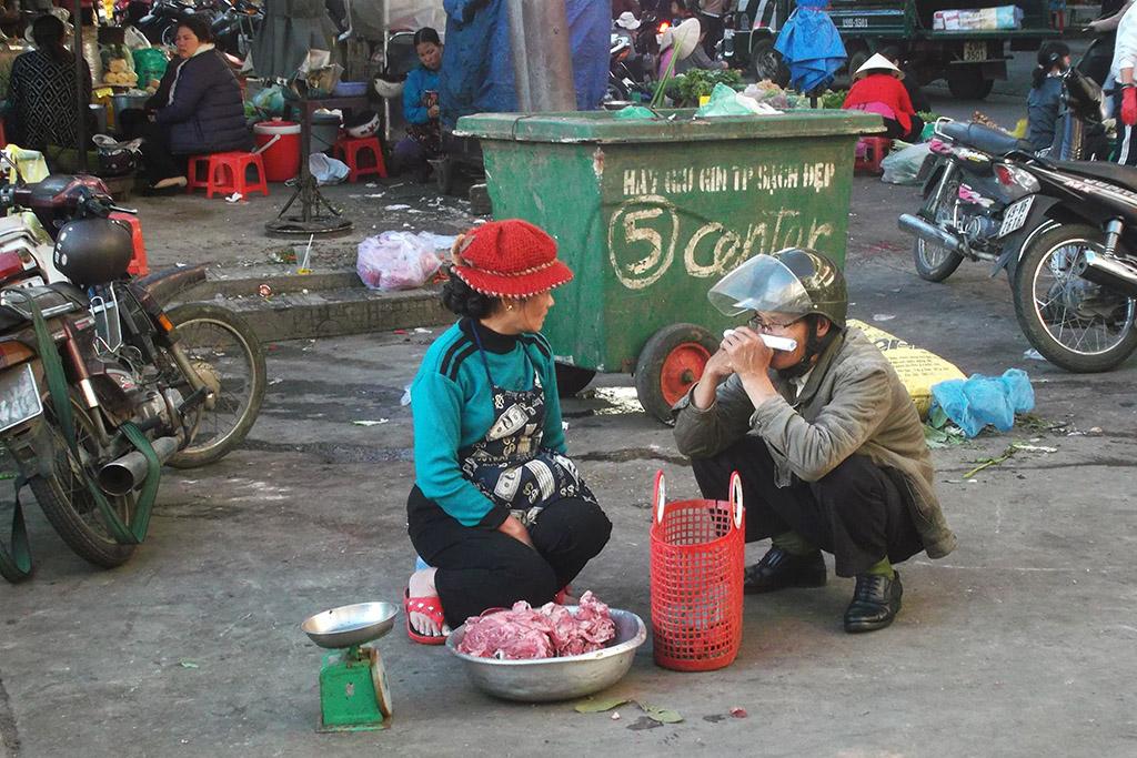 People chatting in Da Lat