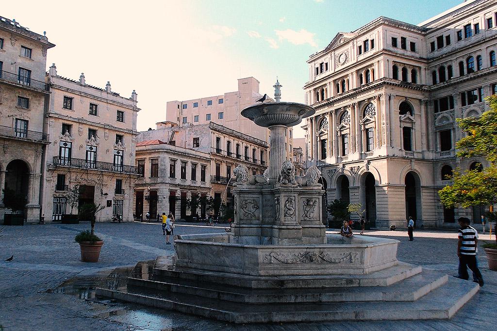 Fuente de los leones in front of the Basilica at the Plaza de San Francisco,