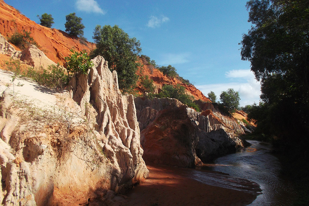 The fairy stream of Mui Ne between the sea side and the sand dunes.