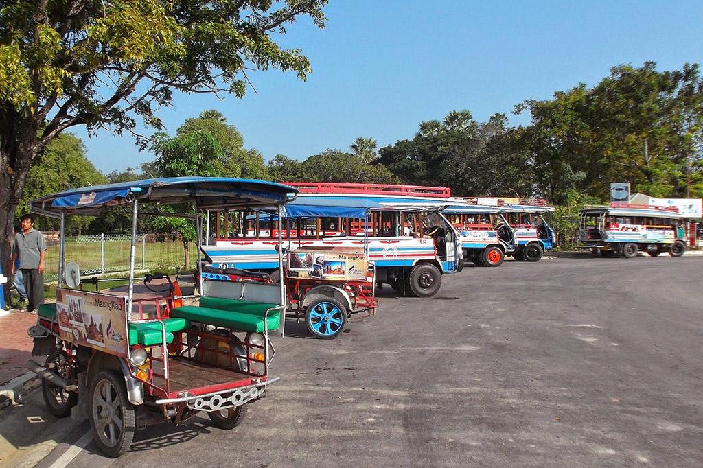 Buses and Tuk Tuks in Sukhothai