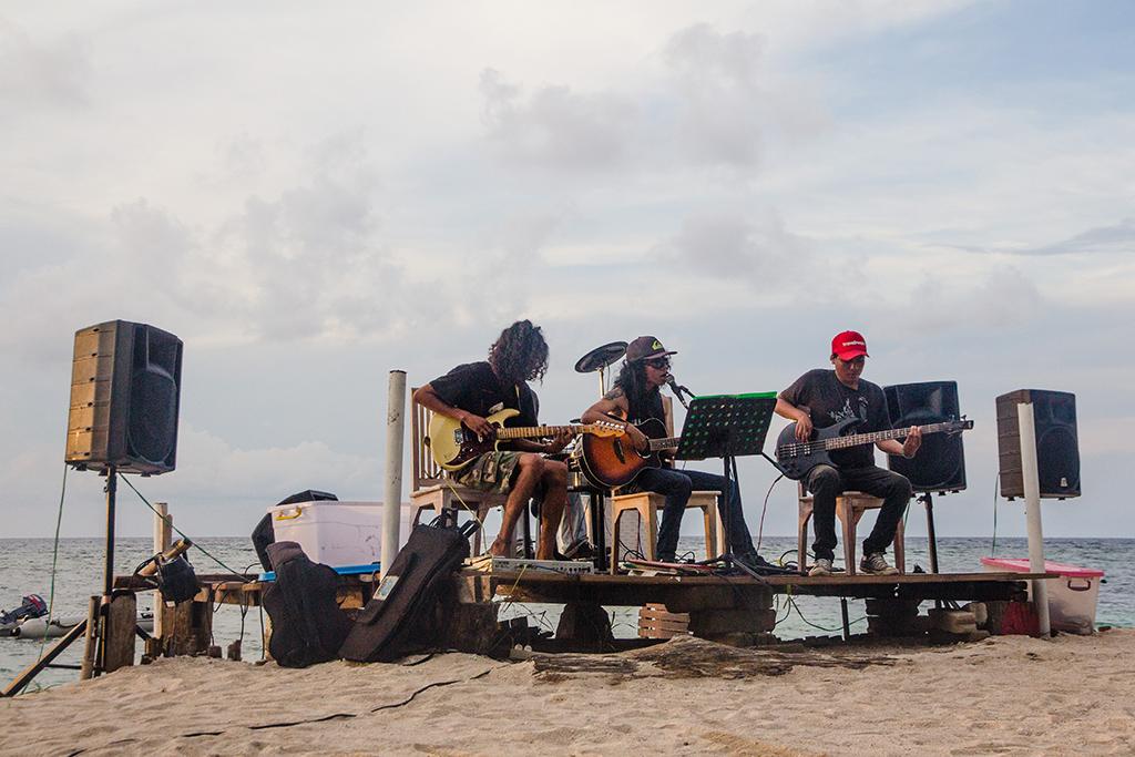 Band playing o Gili Air