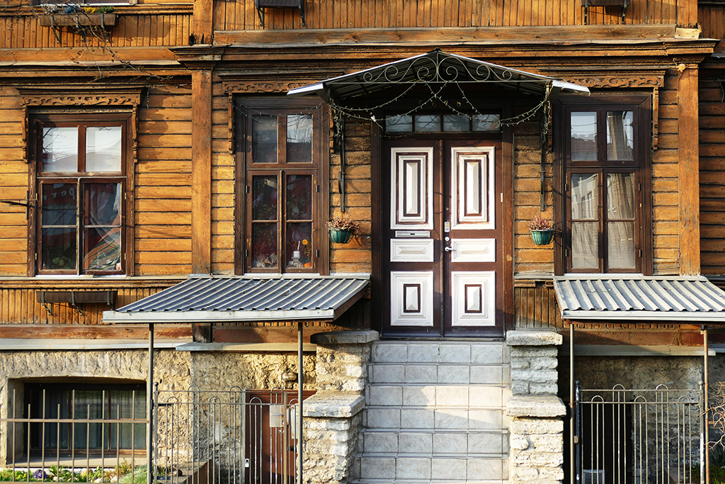 A fine example of the traditional wooden houses in the gentrified neighborhoods of Kalamaja, Noblessner, and Telliskivi.