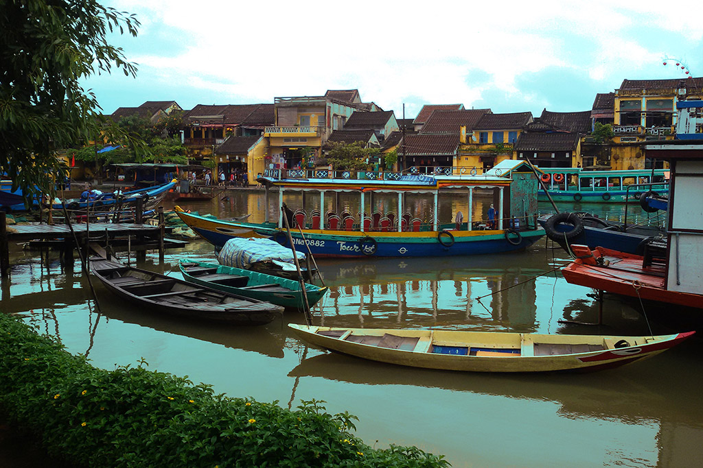 Boats on the Thu Bon river