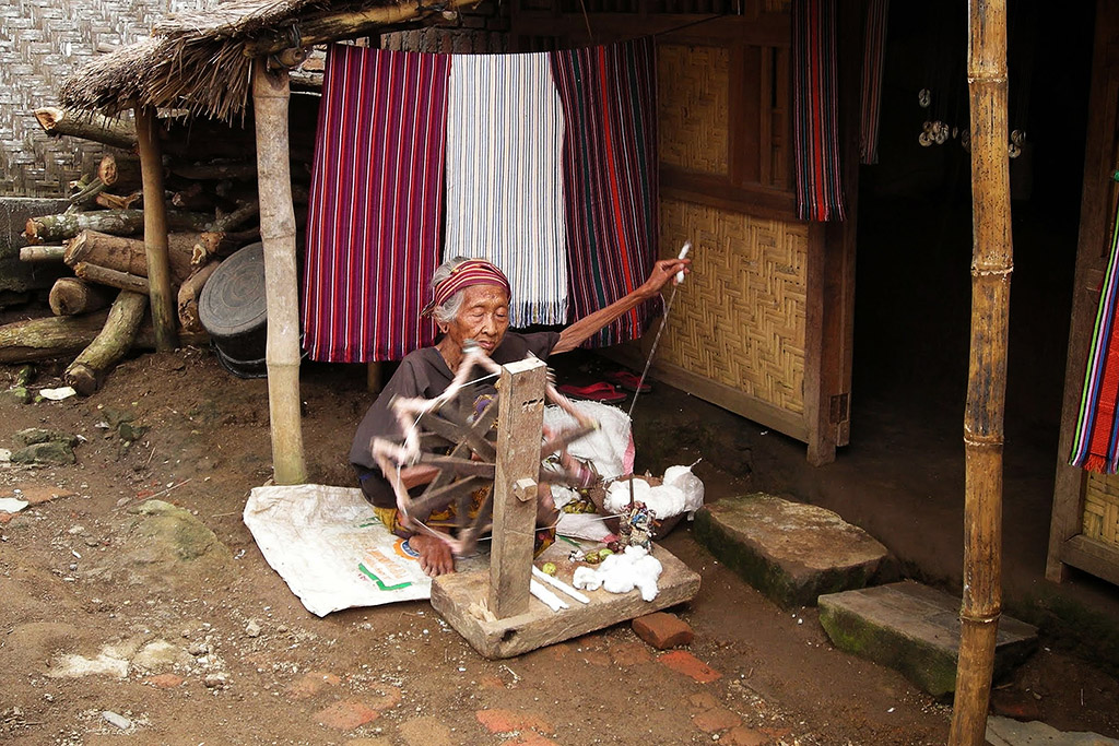 Old lady weaving at the Ende Sasak Village on Lombok