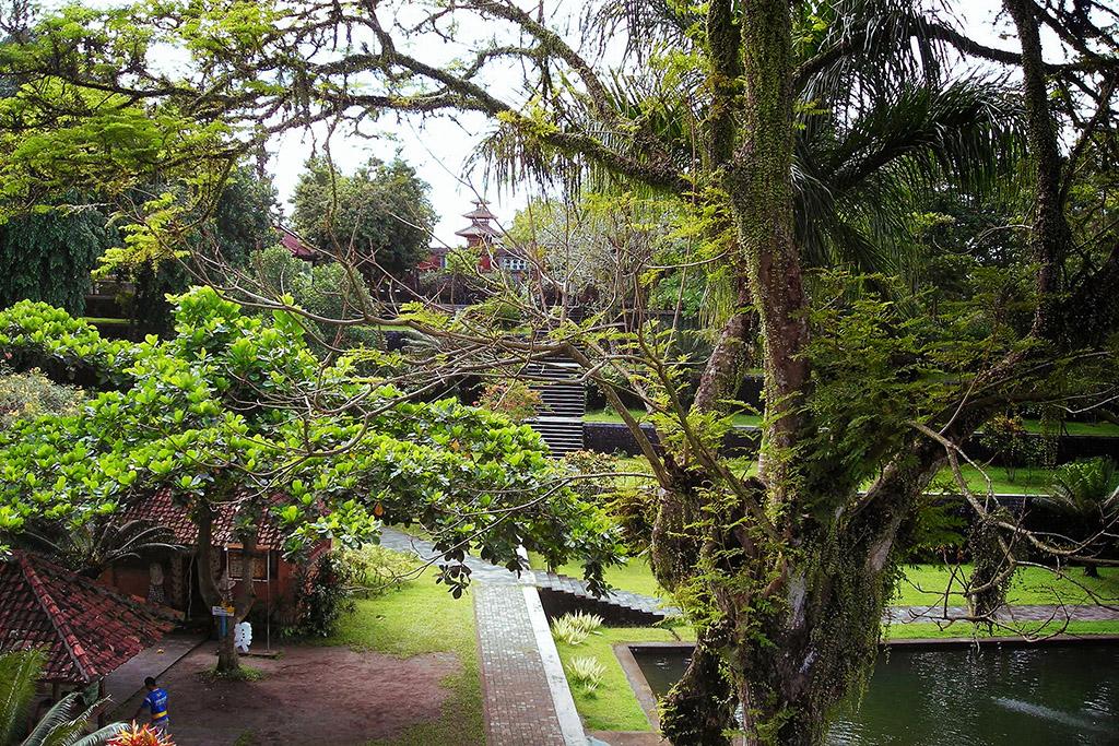 Narmada summer palace and Royal garden