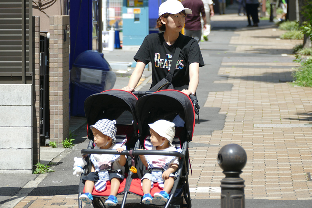 Mother with twins in Nagoya