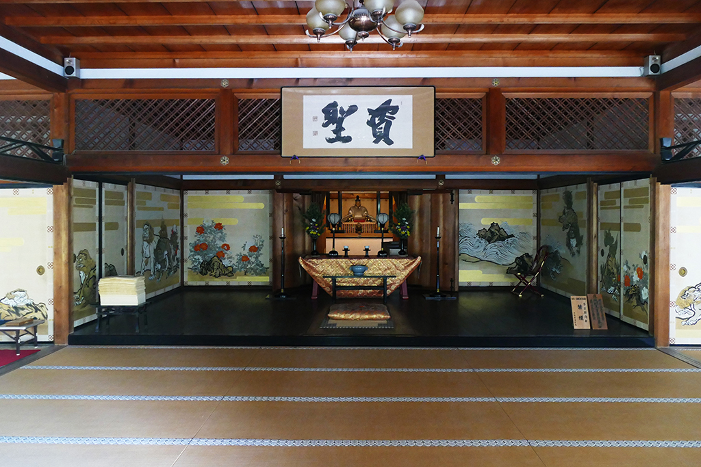 Inside the nicely decorated Taho-den hall of the Tenryuji Temple, built in 1934,  to be visited on 4 Days Kyoto Treasure Box of Japan