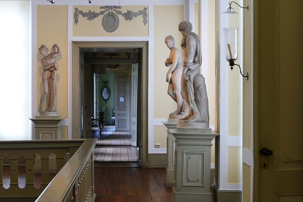 The upper floor of the majestic entrance hall of the Behnhaus