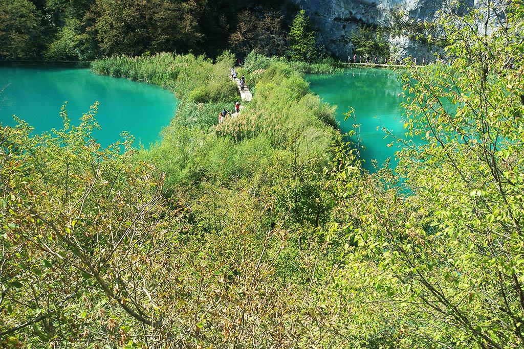 People walking between the pools of Plitvice Lakes