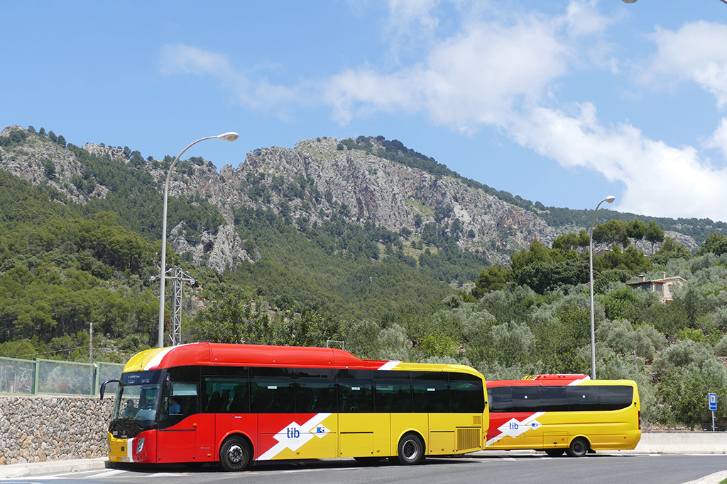One Week Mallorca Hideouts: Buses in Port Sollér on Mallorca