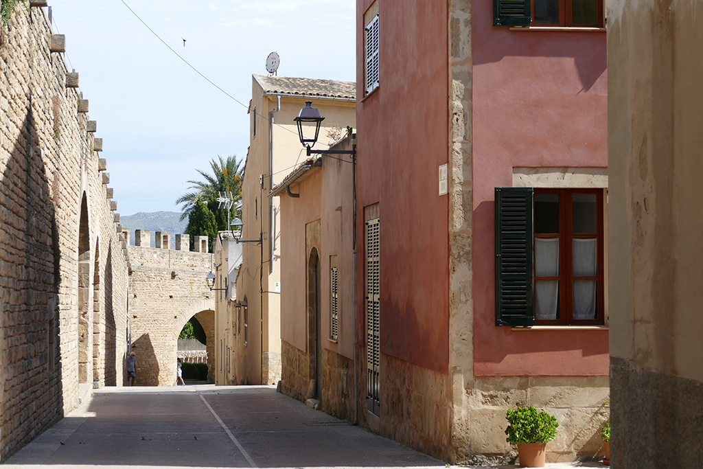 Porta de Santa Sebastià at Alcúdia