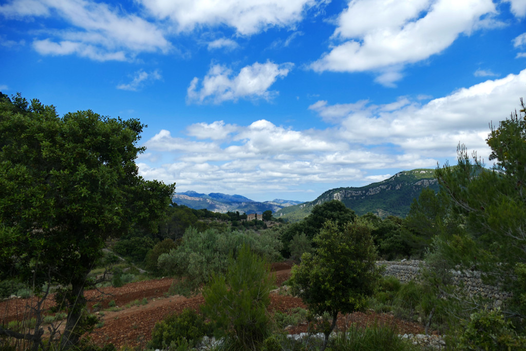 One Week Mallorca Hideouts: View of the Tramuntana Ridge on a hike from Puigpunyent.
