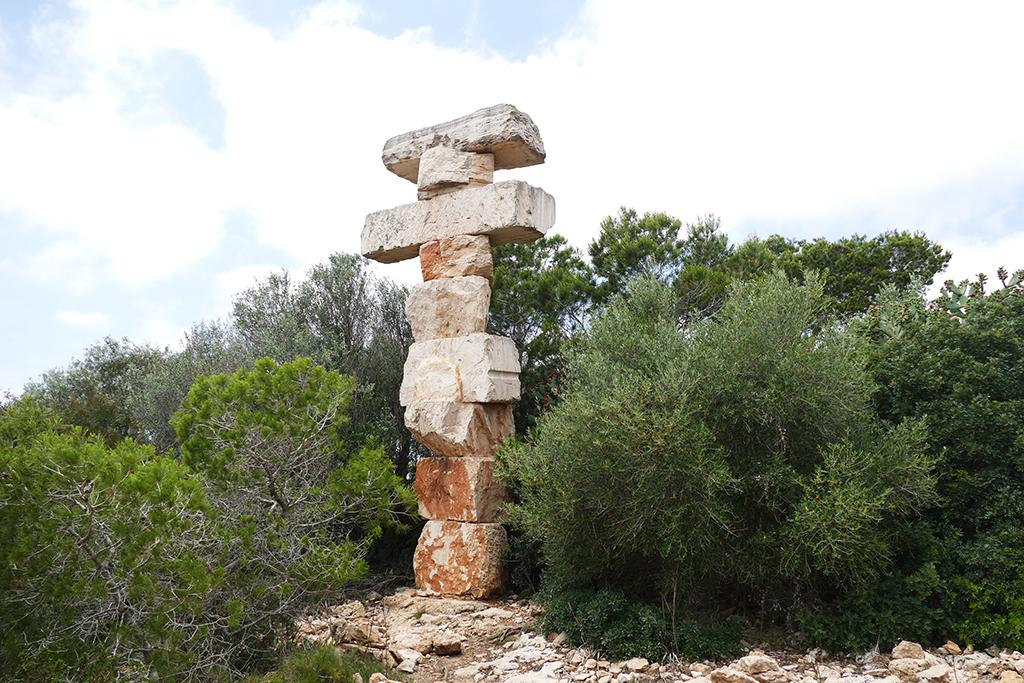 Stone sculpture Equilibrio Sur by Rolf Schaffner