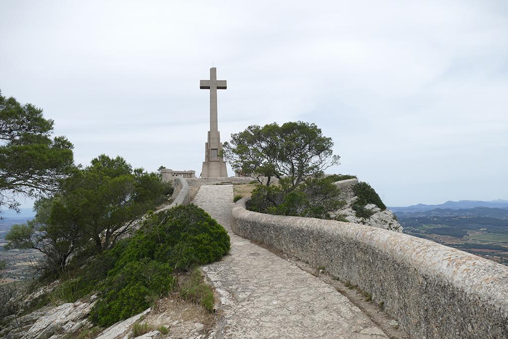 Creu des Picot on the Puig des Milá pre-summit.