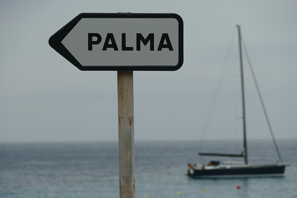 Sign in Sant Elm pointing in the direction of Palma de Mallorca.