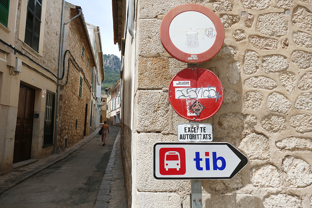 Signs at Sollér showing how to take the bus to Soller Deia Valldemossa famous